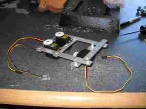 middle_leg_servo_system_attached_to_chassis